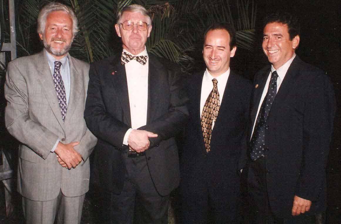 En el año 1995 se celebraron en Gran Canaria las bodas de plata de la Sociedad Española de Prótesis Estomatológica y Estética, reunión que fue presidida por el Dr. José Manuel Navarro Alonso.