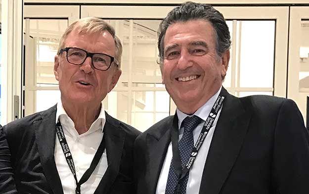 l Dr. Werner H. Mörmann y el Dr. Navarro Alonso en el Simposio Digital organizado por Henry Schein en Málaga, 2017.