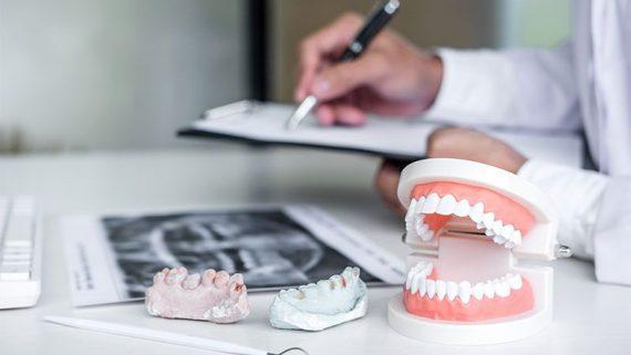 Qué tipos de prótesis dentales existen